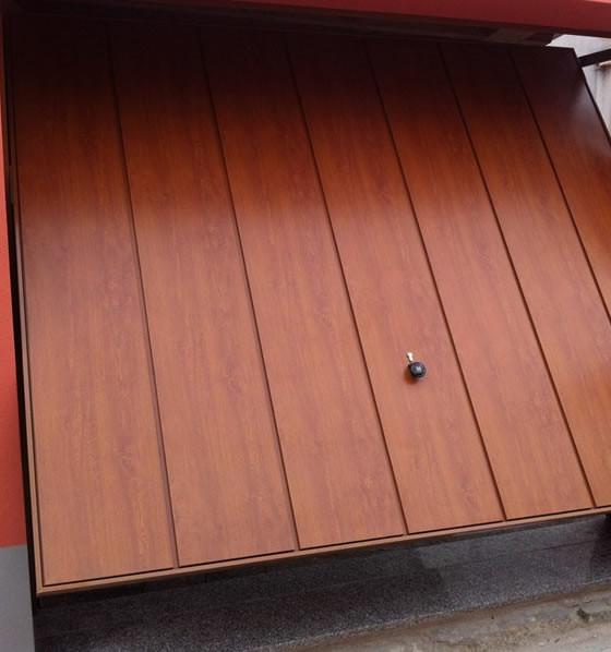 Porte Basculanti in legno Milano Monza Como Lecco